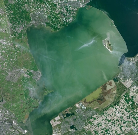 Satellite picture of Lake Markermeer where it can be seen the water is very turbid.