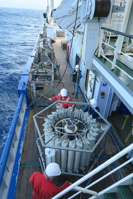 CTD-carrousel for sea water sampling on deck of research vessel Pelagia following deep-sea sampling of squid eDNA. Picture: CD Carriõ, University of the Azores